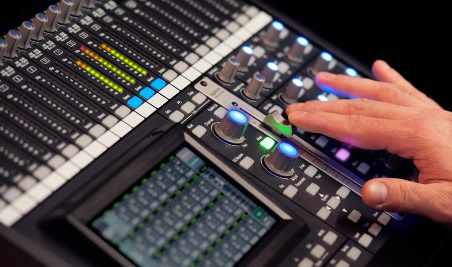 ผลการค้นหารูปภาพสำหรับ Digital Mixer VS Power Mixer